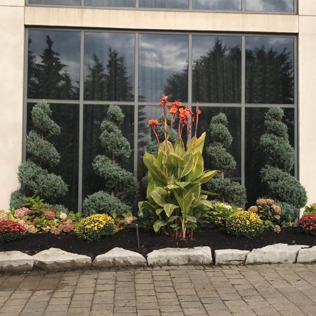 Business and commercial landscaping garden - Silverbel Landscaping & Snowplowing